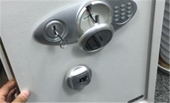 广州开锁 换锁 开汽车锁 保险柜 安装指纹锁